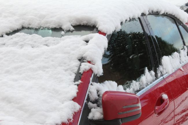 Find out how to best de-ice your car (Photo: Pixabay)