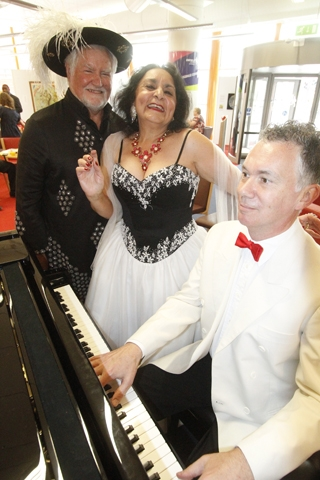Maria Arakie and  Glenn Wilson and pianist Nicholas Bosworth at the Big Lunch
