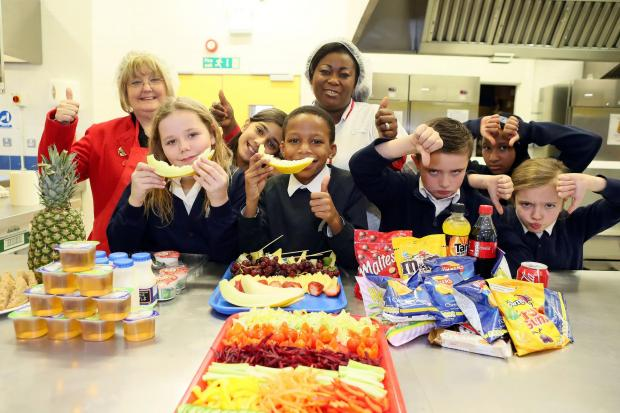 Enfield Independent: Cllr Hamilton with Head Cook Gloria Darko and pupils