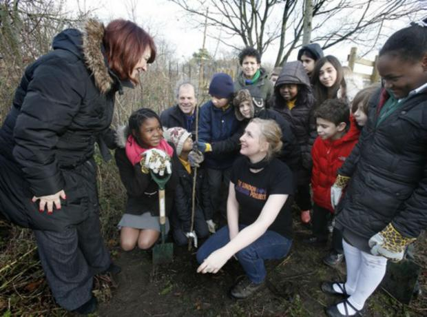 Enfield Independent: Headteacher Anne Del Greco, Cllr Alan Sitkin and Amber Alferoff from The London Orchard Project with year 6 pupils