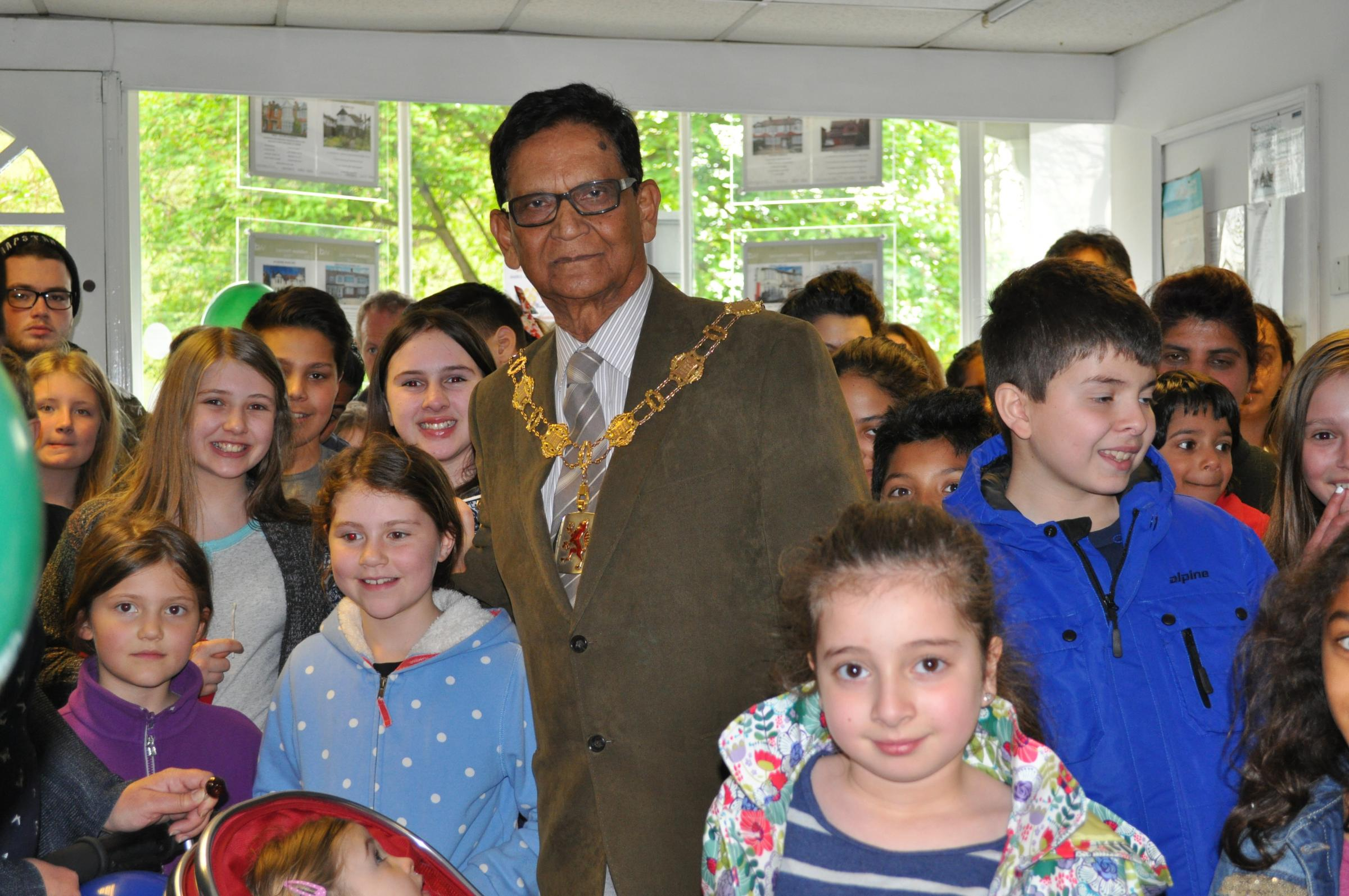 Enfield Mayor Chaudhury Anwar with children who took part in the hunt