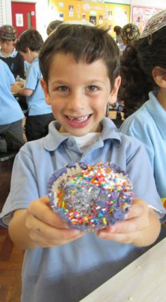 Year 1 pupils bake cakes for charity