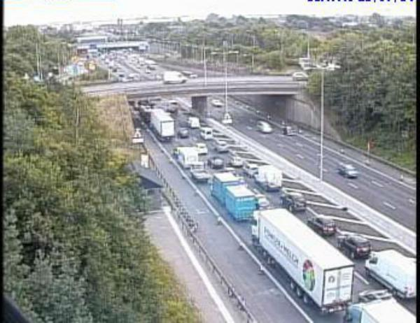 Current queuing due to an accident on the M25
