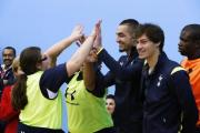 Bentaleb and Stambouli with pupils