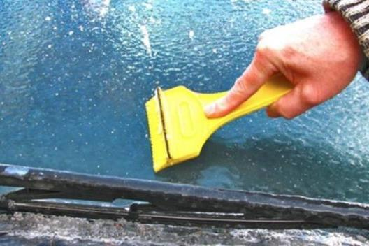 This is the right way to de-ice your car.