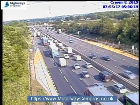 Traffic queueing anticlockwise on the M25 approaching South Mimms